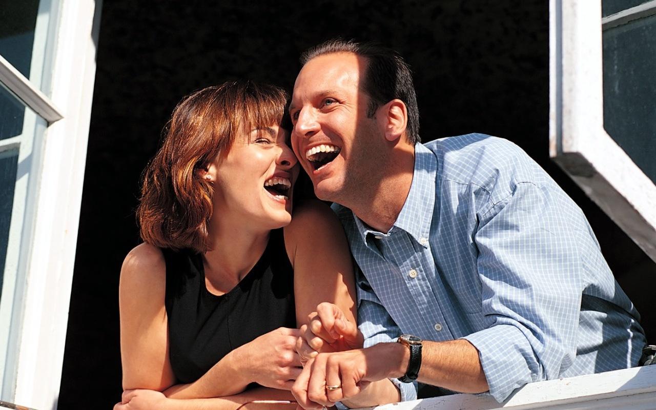 Супружеская пара на диване 22 фотография