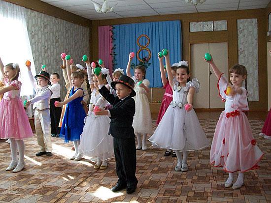 """Празднование 8 Марта в детском саду 22  """"Клеверок """" ."""
