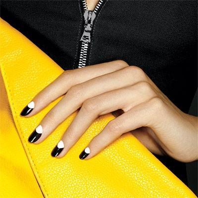Маникюр на коротких ногтях - лунный маникюр