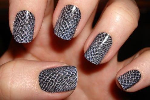Маникюр на коротких ногтях - змеиный принт