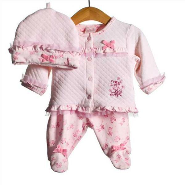 Выбор одежды для новорожденных детей