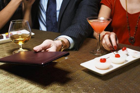 Кто входит первым в ресторан, как держать вилку и кто оплачивает счет? Изучаем этикет в ресторане и кафе с Gorod214.by, фото-3