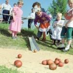 Катать яйца на Пасху