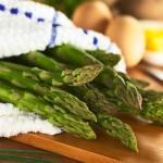 Низкокалорийные блюда - салат из спаржи