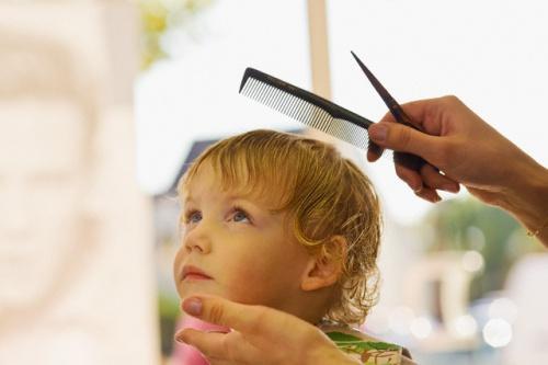 Когда обрезают волосы на годик