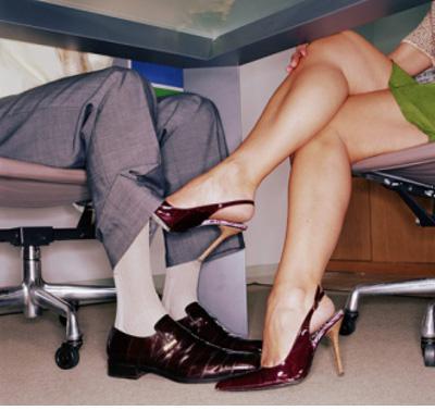 Служебный роман с сотрудником по работе – чего ждать и что делать?