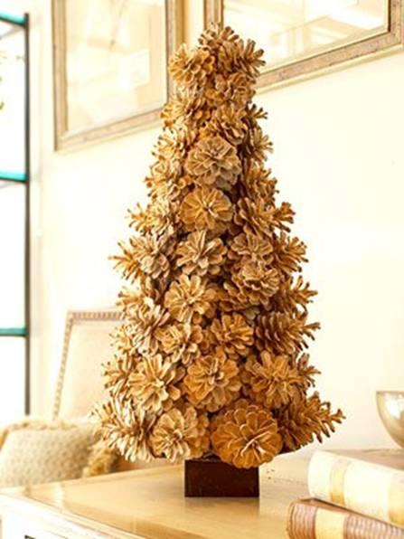Альтернативная елка из шишек