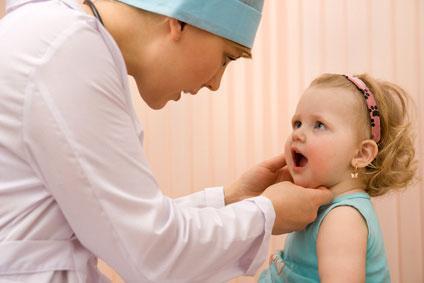 Лечение красного горла у ребенка до года