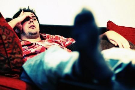 Что делать, если муж лежит на диване и не помогает