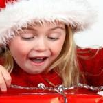 Как дарить подарки детям на Новый год — оригинальные идеи от Деда Мороза