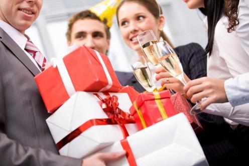 ТОП 10 оригинальных подарков женщине-руководителю на Новый 2014 год Лошади