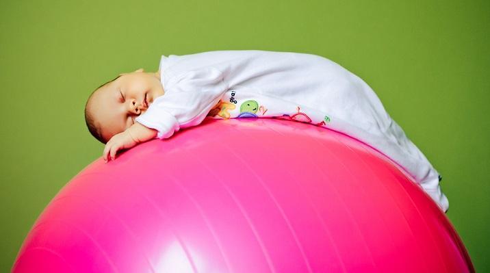Польза фитбола для малышей