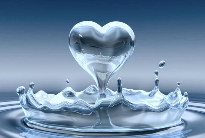 Для чего нужна мицеллярная вода и кому она подходит