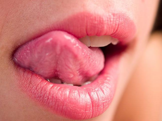 От чего бывают заеды в уголках рта и как лечить