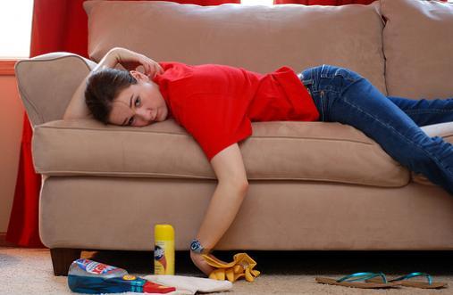 Как вычистить мягкую мебель своими 30