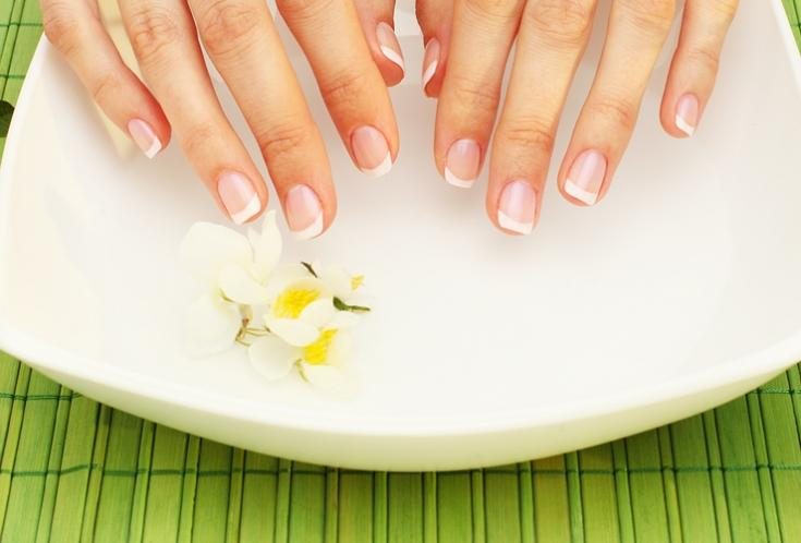 7 способов избавиться от желтизны ногтей и отбелить их