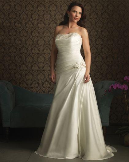 Ампир или греческие свадебные платья для полных. В подобном платье высокая талия находится практически под грудью. От нее длинным каскадом ниспадает юбка