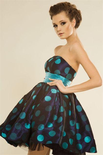 Платья и прически в стиле ретро