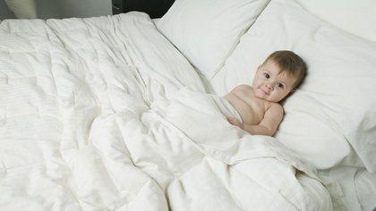 Смотреть мать забралась к спящему сыну в постель