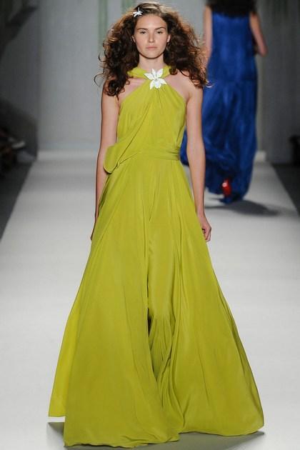 Стильные платья и сарафаны в пол фото
