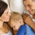 Стоит ли детям спать с родителями, и как отучить ребенка спать вместе с родителями – подробная инструкция