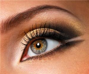 Техника макияжа для нависшего века – как красить глаза?