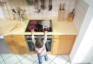 Безопасность ребенка, когда он один дома