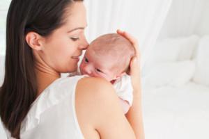 В гости к новорожденному - когда идти и что дарить?