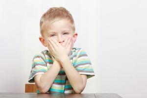 Что делать, если ребенок начал заикаться