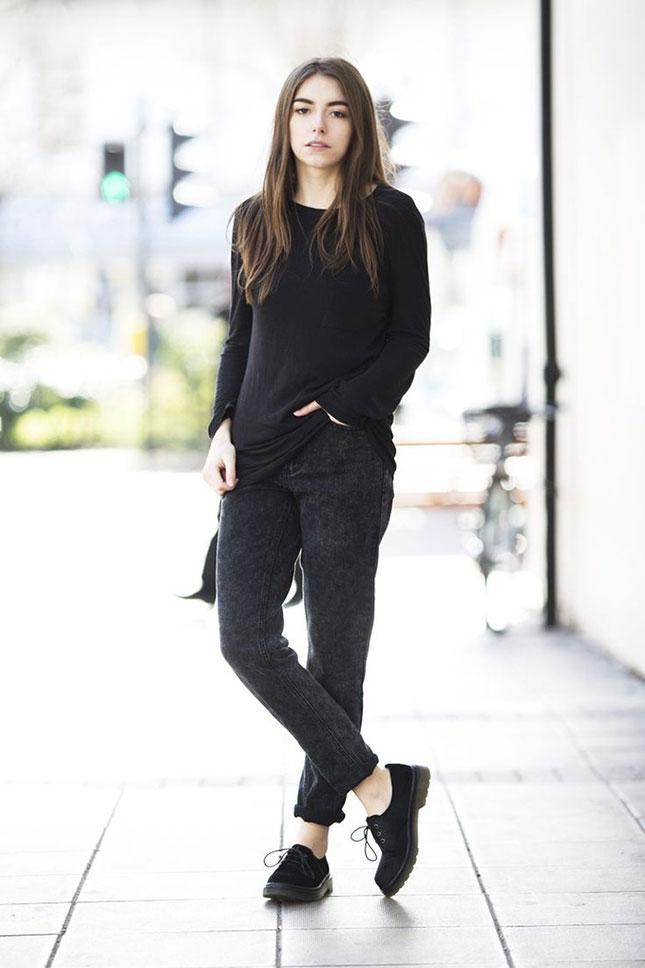 Штаны с высокой талией в сочетании со свитером