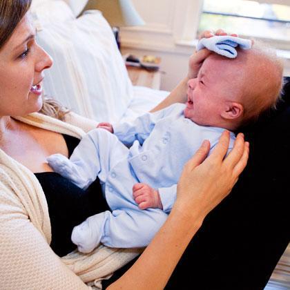 Причины рвоты у новорожденного - что делать и как лечить?