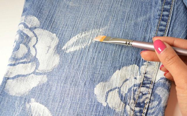 Как сделать светлое пятно на джинсах
