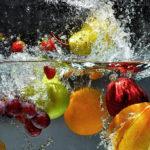 Как и чем мыть овощи и фрукты, чтобы не заболеть?