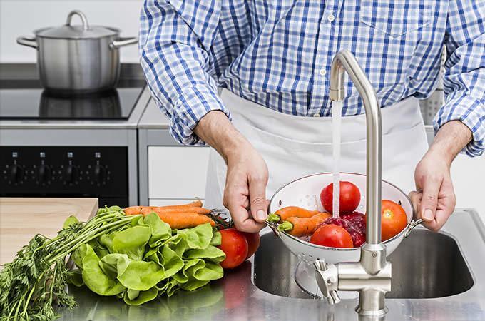 Правильное мытье фруктов овощей и ягод - мыло для посуды использовать нельзя!