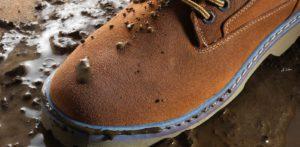 Как сделать обувь непромокаемой - народные рецепты и магазинные средства
