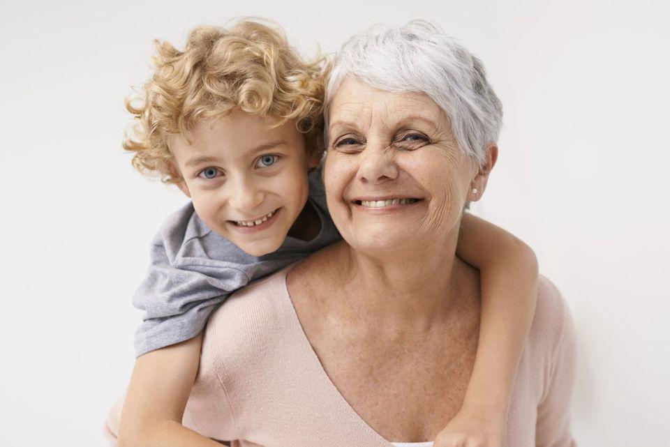 Бабушка захотела молодого внука смотреть онлайн фото 327-807