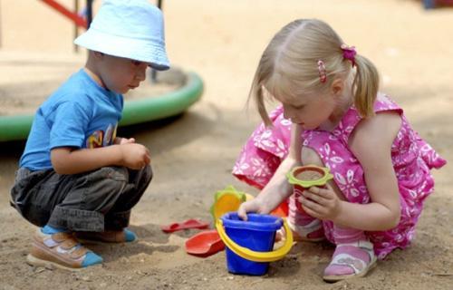 Тематические прогулки с детьми 2-5 лет - игры с песком