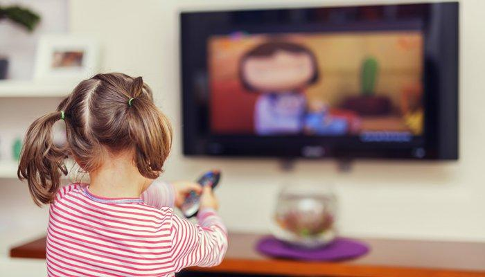 Что нельзя смотреть детям по телевизору?