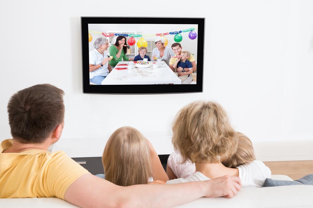 Какие передачи и фильмы по телевизору можно смотреть детям?