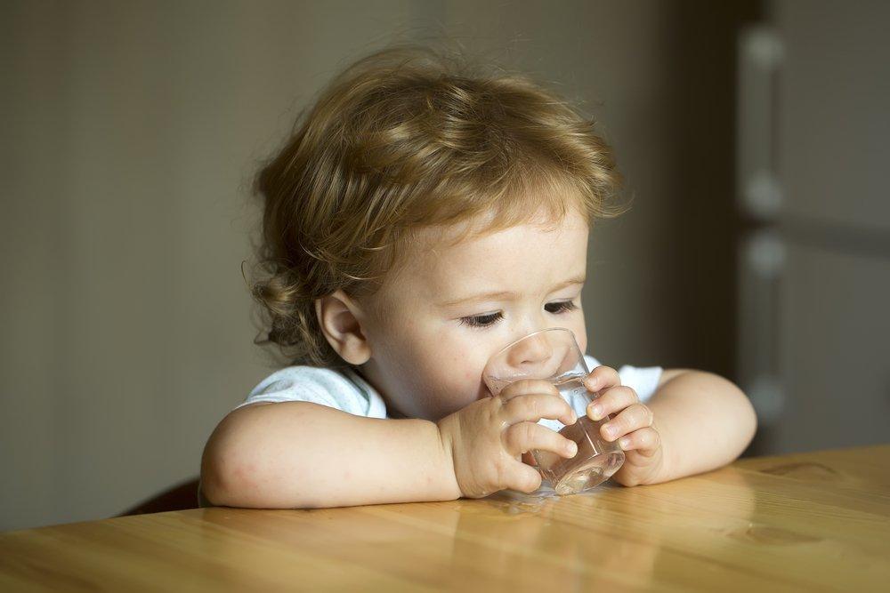 Какую воду давать ребенку - фильтрованную, кипяченую, из-под крана?