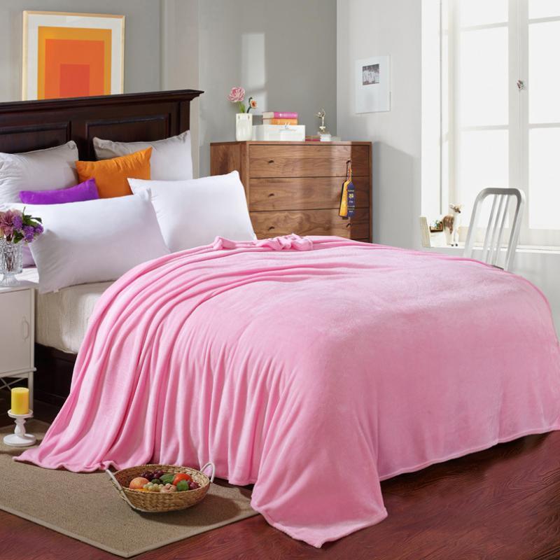 Флисовые покрывала для кровати в спальне
