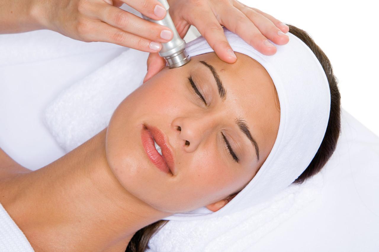 10 новинок в салонах красоты, быстро набирающих популярность – процедуры для лица, тела и волос