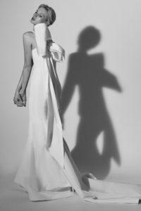 Подвенечный наряд с бантом на спине от бренда Carolina Herrera