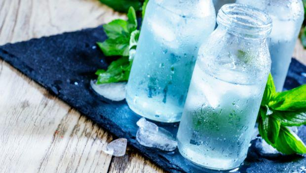 В летнюю жару жажду необходимо утолять водой