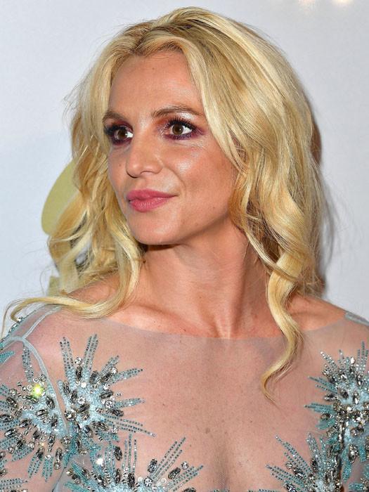 Бритни Спирс: неправильный макияж нижнего века и глаз в целом сделал лицо грубым и несвежим