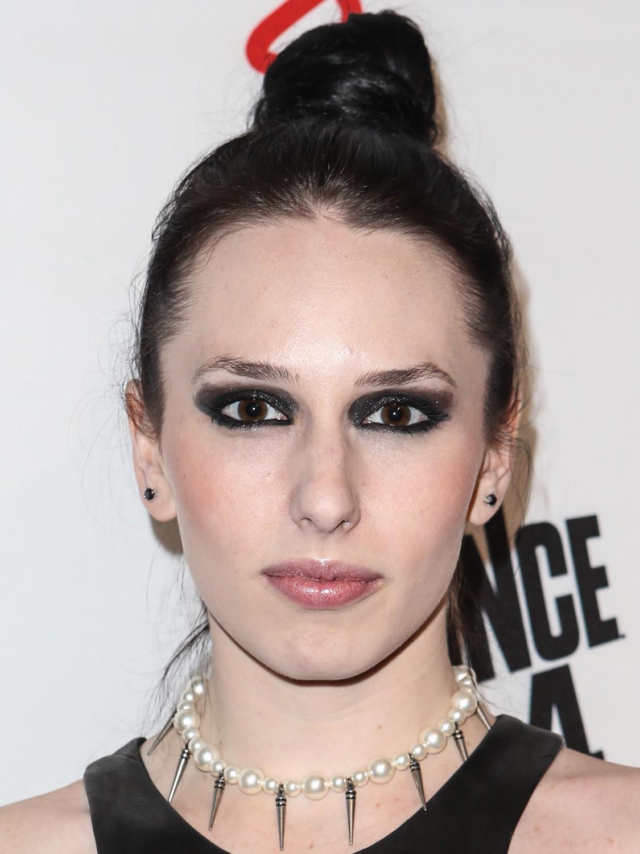 Мадам Мэйхем: макияж смоки айс не растушеван и выглядит тяжелым