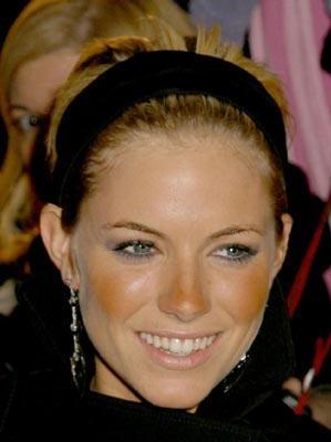 Сиенна Миллер: бронзатор вместо румян, в итоге - рыжие щеки и нос