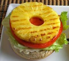 Бутерброд с ананасом и тунцом