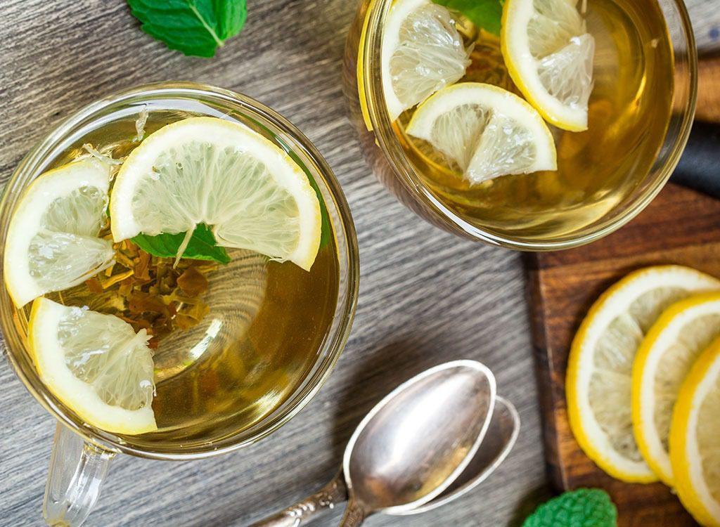 Детокс вода с лимоном и зеленым чаем