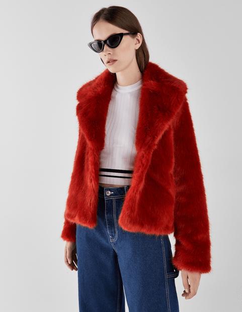 Красное пальто из Bershka